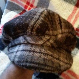 EUC Women's Gray Plaid Urban Hat